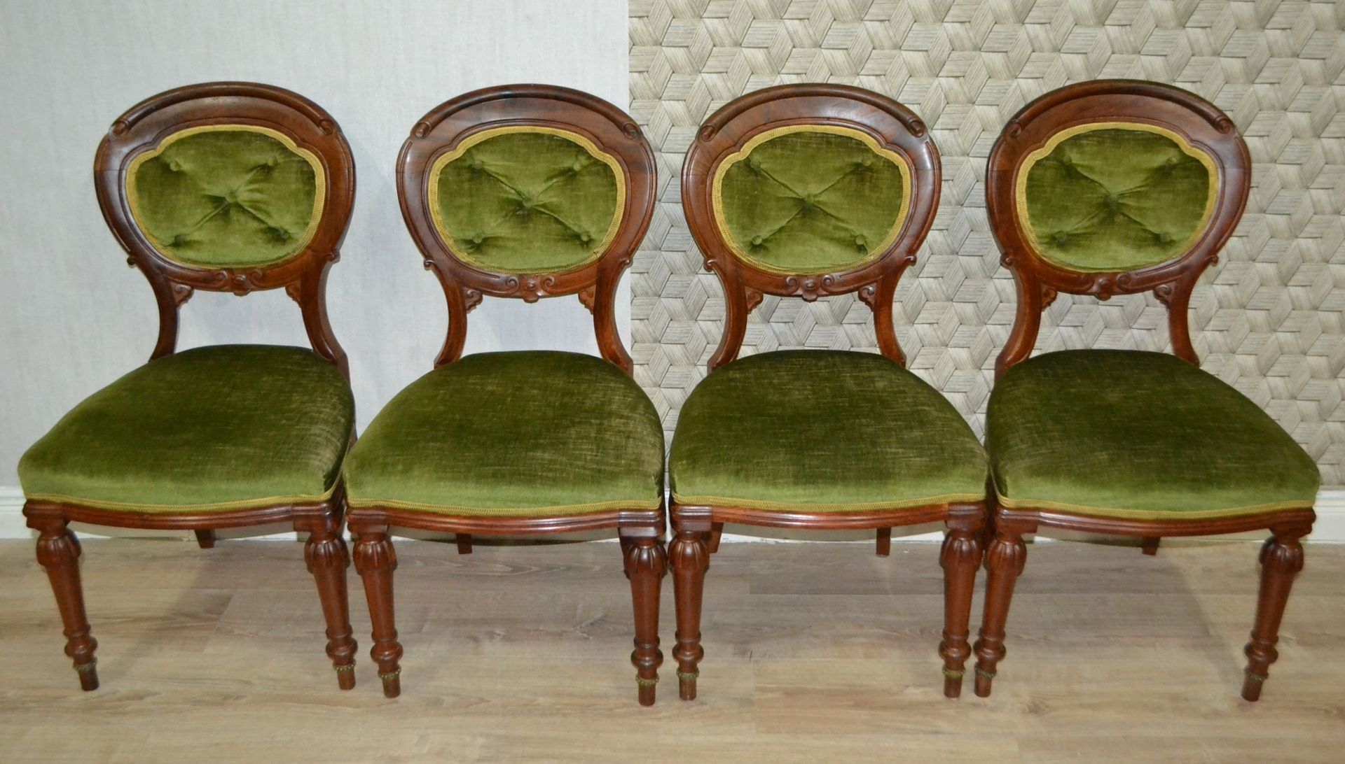 mid century medallions esszimmerst hle 4er set bei pamono kaufen. Black Bedroom Furniture Sets. Home Design Ideas
