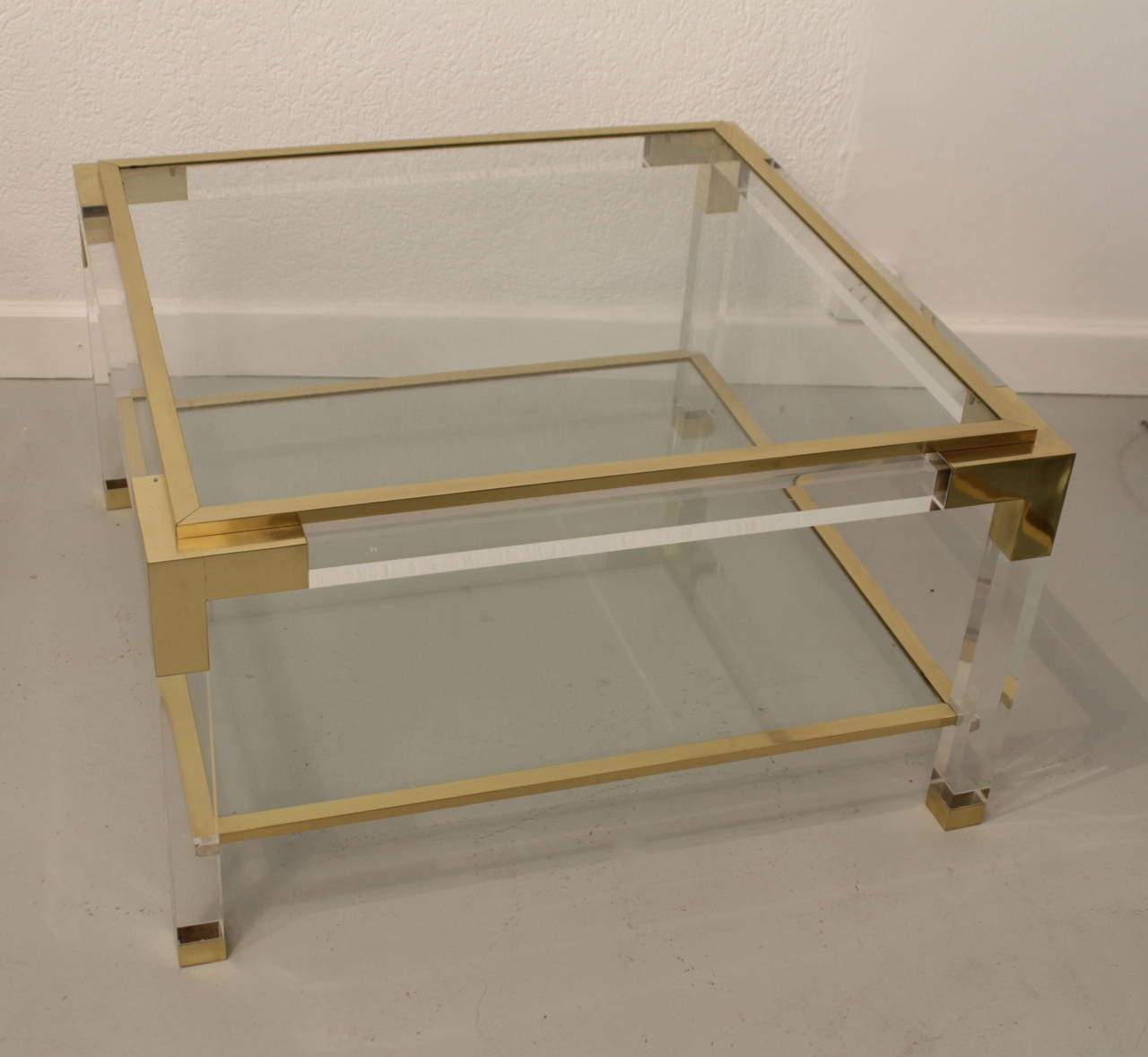 Quadratischer Messing & Plexiglass Couchtisch, 1975