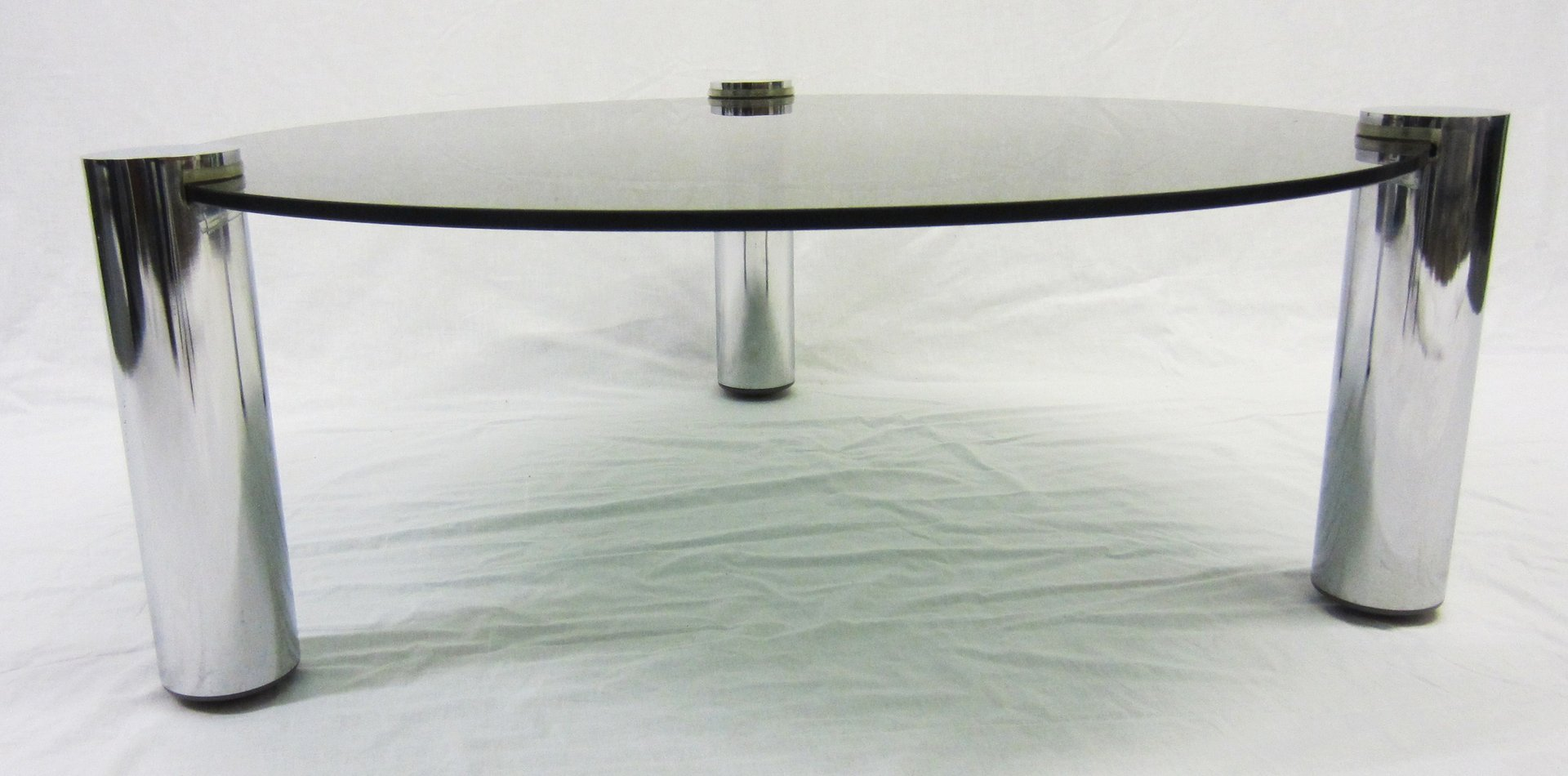 round glass and chrome coffee table from pieff 1960s en vente sur pamono. Black Bedroom Furniture Sets. Home Design Ideas