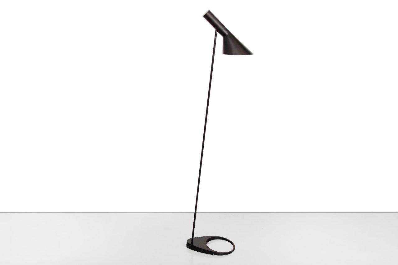 Schwarze Visor Stehlampe von Arne Jacobsen für Louis Poulsen, 1950er