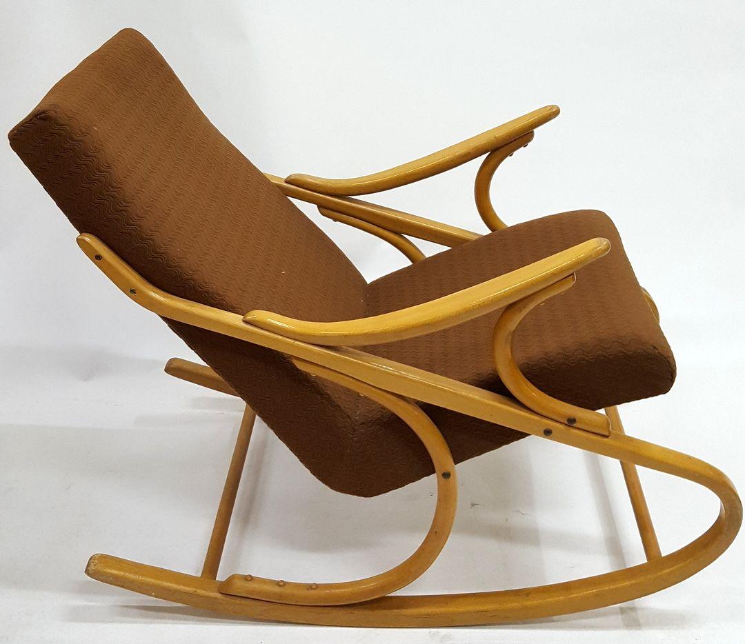 Sedia a dondolo in legno piegato, anni \'60 in vendita su Pamono