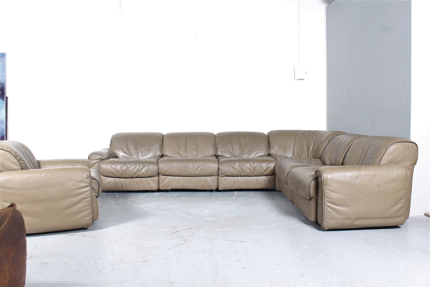 Divano Ad Angolo In Pelle : Gallery of divano chesterfield angolare con angolo tondo in vera