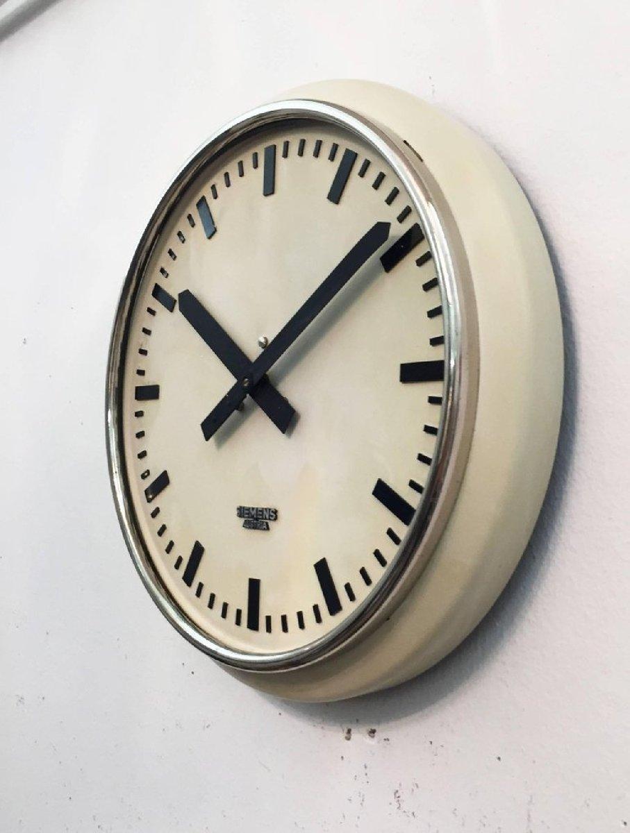 horloge murale d 39 usine ou d 39 atelier de siemens autriche 1955 en vente sur pamono. Black Bedroom Furniture Sets. Home Design Ideas